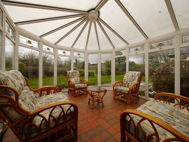 The Farmhouse 5 Bedroom Cottage, holiday rental in Bude-Stratton