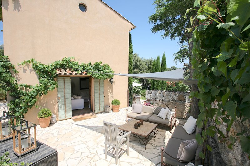 Bastide 2 outdoor lounging on comfy sofas in shaded area leading to the pool