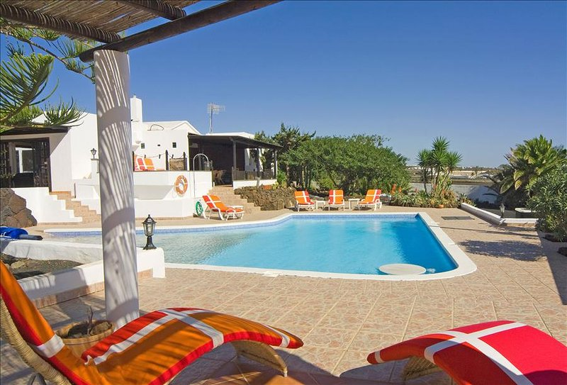 Great 5 bed Villa with Gated Pool in Macher LVC198551, aluguéis de temporada em Puerto Del Carmen