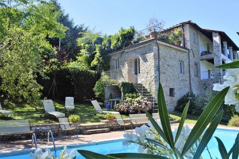 Villa enorme con hermosa piscina en un entorno tranquilo y privado