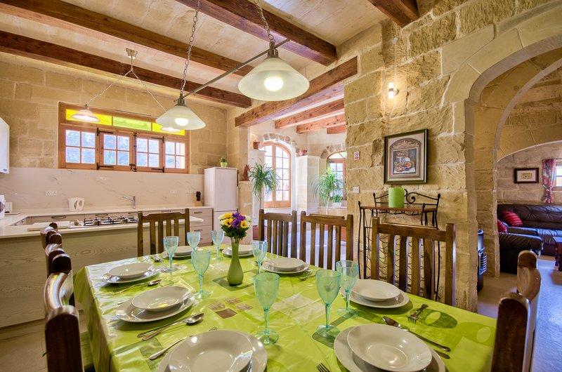 An Original Converted  Farmhouse, vakantiewoning in Gharb