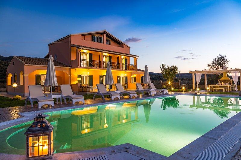 'Eleni Luxury Villa' one step from the beach & free transportation, location de vacances à Acharavi