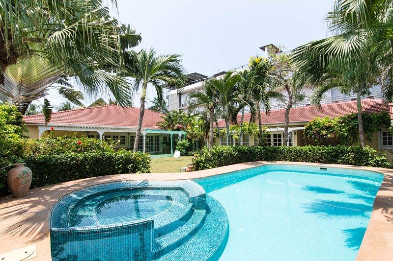 HuaHin Beach Side Rental Villa, holiday rental in Ban Nong Kae