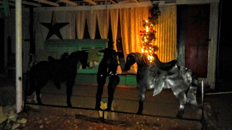 Após o anoitecer na varanda em frente à Casa domingo Dormir g Porch ... balanço da varanda