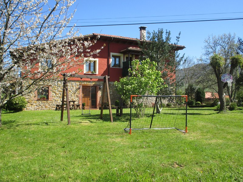 CASA RURAL EL JONDRIGU, holiday rental in Romillo