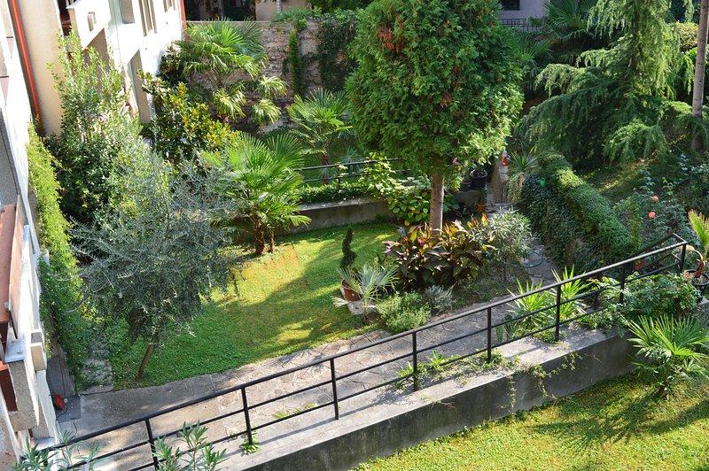 Le plus grand jardin privé dans la région, une oasis de calme au milieu de la ville ...