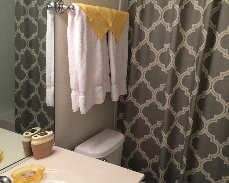 UPSTAIRS BATH ADJACENT TO KING BEDROOM