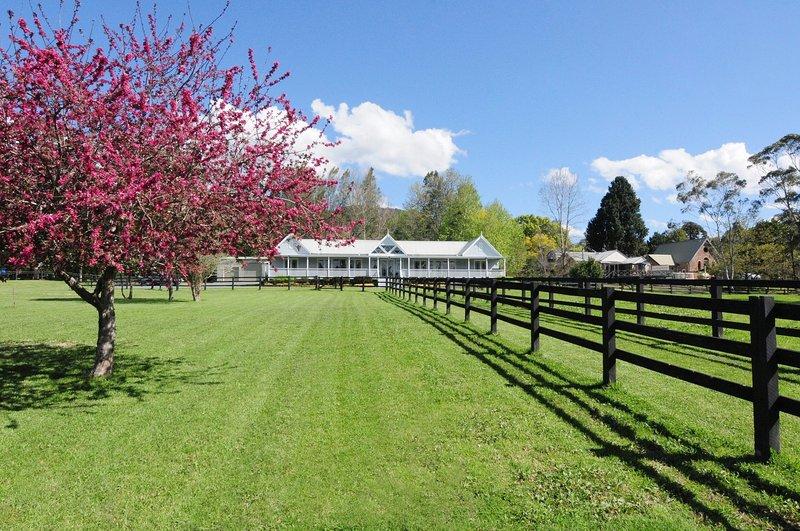 Rivermist - Luxury 6 bedrooms & 6 bathrooms!, vacation rental in Kangaroo Valley