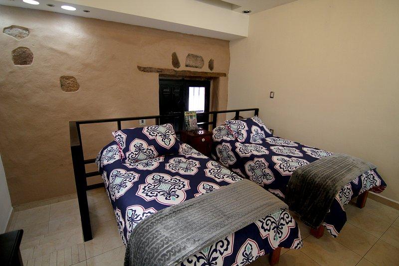 cuenta con 2 comodas camas individuales.