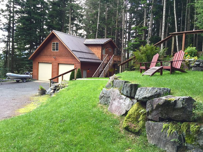 Hillside Haven Guest Suite in Juneau, casa vacanza a Douglas
