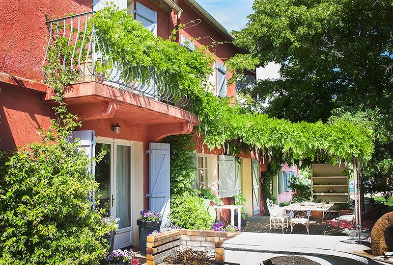 Winter break in Provence ,2 bedrooms in farmhouse, holiday rental in Salernes