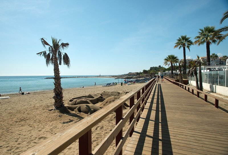 Os trechos bordo caminhar até Marbella em uma direção e em direção a San Pedro em outra direção