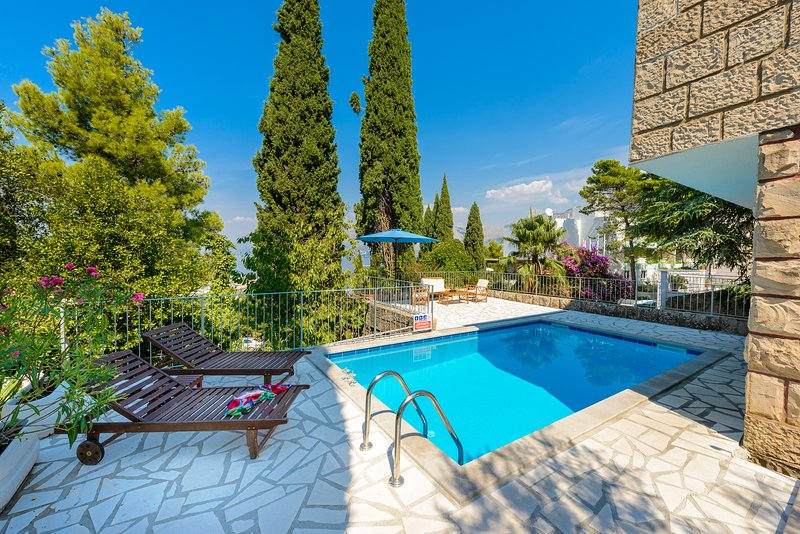 VILLA MARZHENKA WITH PRIVATE POOL, vacation rental in Cavtat