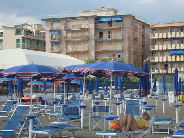 New apartment in front of the beach, wifi and AC, Ferienwohnung in Chiavari