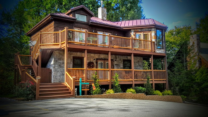 Beautiful 3 King BR, Pet Friendly Cabin, vacation rental in Gatlinburg