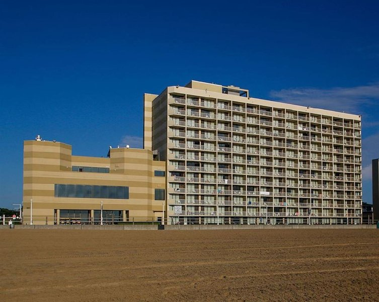 Ocean Front View at Virginia Beach Beach Quarters  Jul 31 - Aug 7 2021, alquiler de vacaciones en Virginia Beach