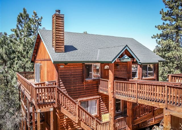 Close to SLOPES - LUXURY AMAZING VIEWS!  Private HOT TUB, holiday rental in Big Bear Region