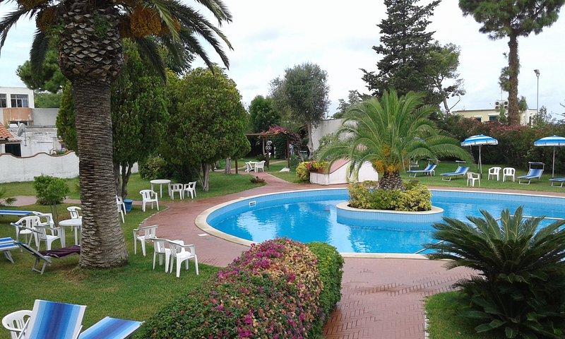 delizioso bilocale in parco con piscina fra il verde e il mare di Forio, location de vacances à Forio