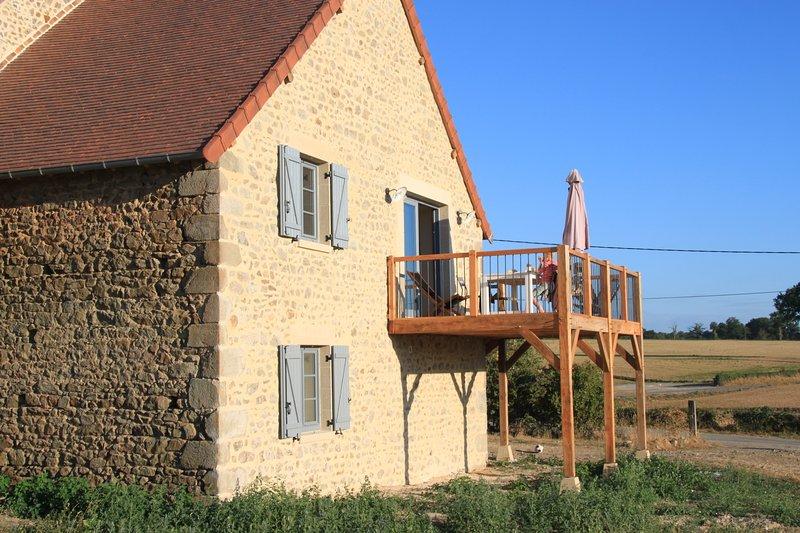 in una terrazza soleggiata con vista mozzafiato ora anche con una terrazza al piano terra con altalena