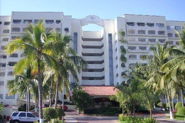 vista de la calle del hotel / Condominum