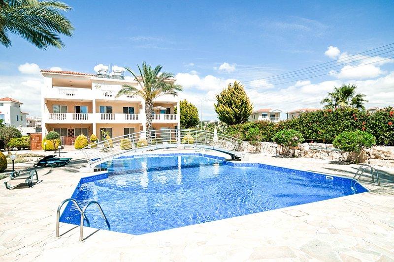Luxury Apt, Pool, Nr Beach/Sea, vacation rental in Paphos