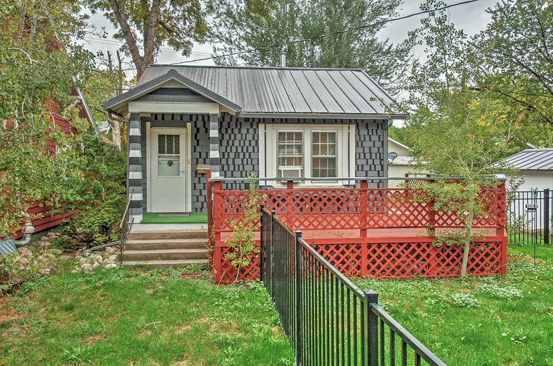 This charming Billings cottage provides the perfect space for relaxation!