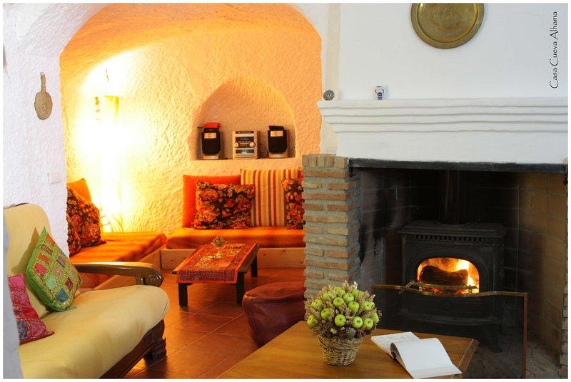 Casa Cueva Alhama - La Calidez y Comodidad de un Hogar cerca de Granada, holiday rental in Fonelas