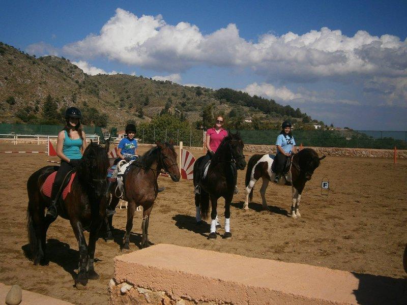 Nearby horse riding facilities (Amnissos)