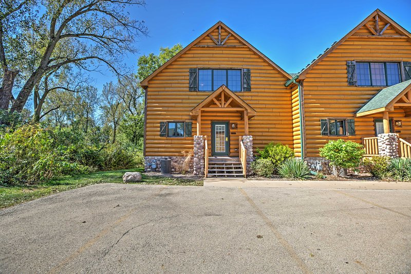 Located in Grizzly Jack's Grand Bear Resort and surrounded by towering trees and breathtaking nature scenery, this luxurious cabin-style vacation rental townhome guarantees a revitalizing retreat!