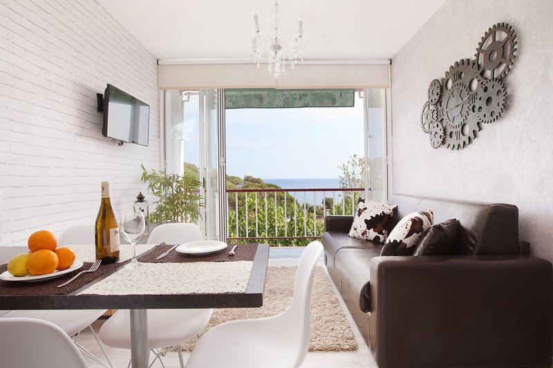 Front Beach apartment 1 BTH for 4 amazing beach views 3, vacation rental in Arenys de Mar