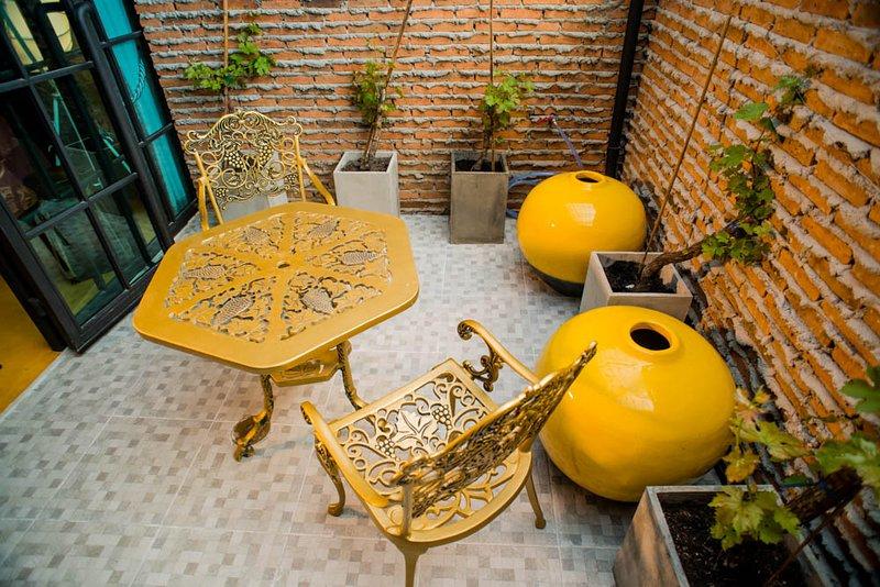jardin de la ville privée hors de la chambre. cet appartement a été dans de nombreux magazines