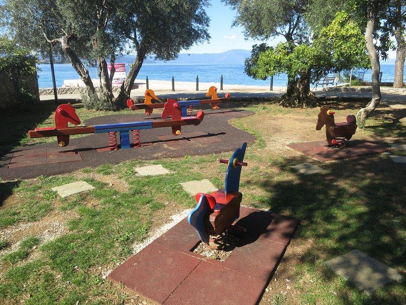 Malinska - playground para as crianças