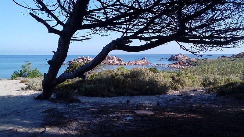 Calarossa CostaRossa CostaParadiso NO wifi sun sea silence fragrance good food, alquiler vacacional en Paduledda