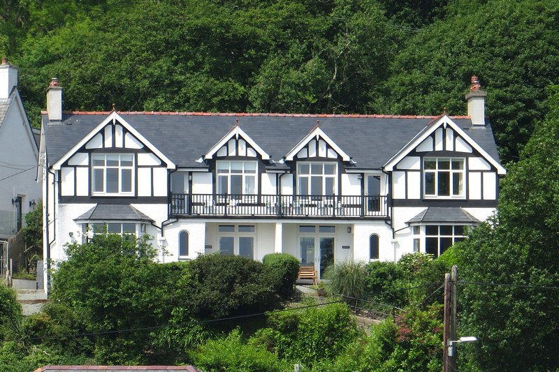 Bryn Gwyn and Tegfryn, holiday rental in Dolbenmaen