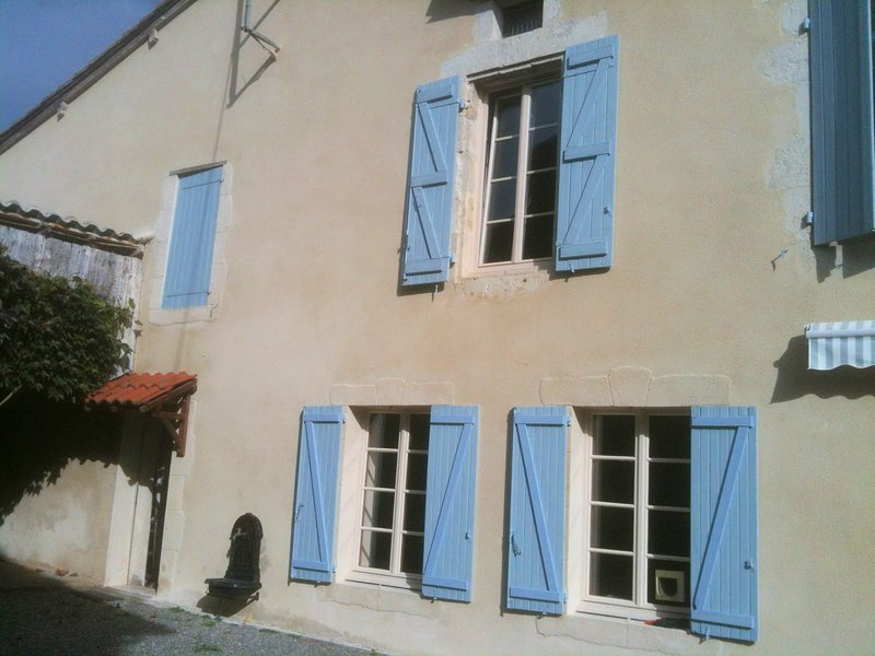Gite Sicard, a pretty village house in Gascony, holiday rental in Mezin