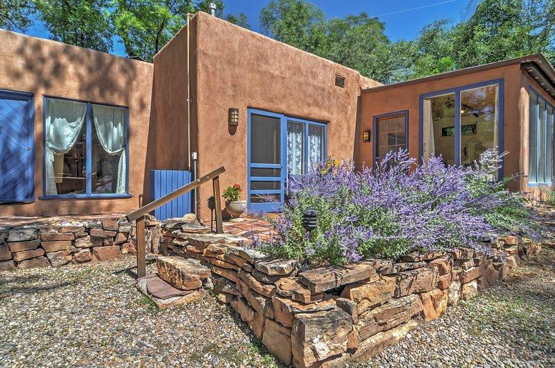 Trouvez votre propre oasis du désert avec cette merveilleuse vacances Santa Fe location maison!