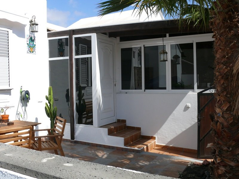 Tastefully updated 2 bedroomed Bungalow, location de vacances à Costa Teguise