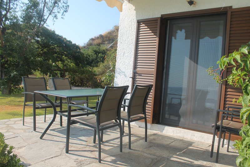Apartment on the Beach, vacation rental in Kassandrino