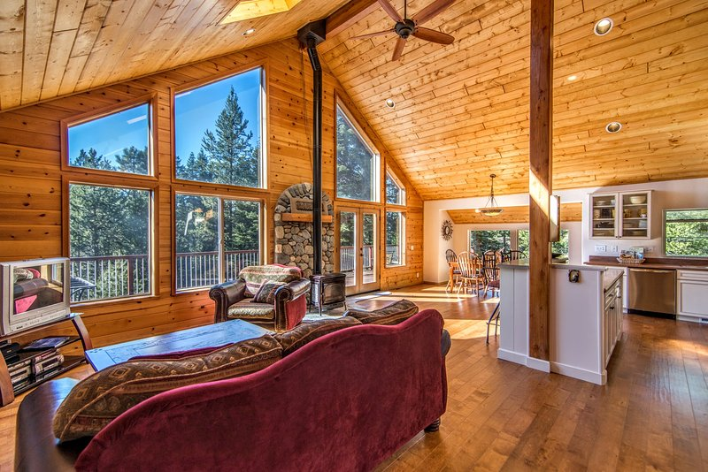 Beautiful, Ideal Truckee Tahoe Mountain Getaway, alquiler de vacaciones en Floriston