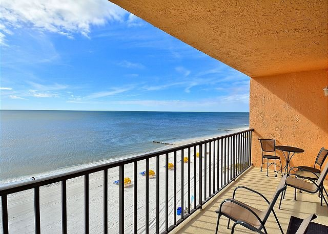 Trillium 5B Beach Front Condo with Private Balcony/Gulf Views/Pool!, location de vacances à Madeira Beach
