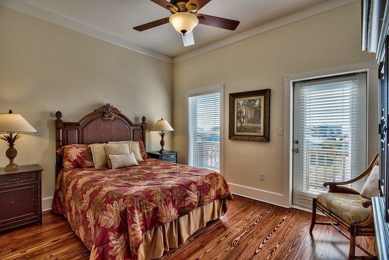 2nd Floor Queen Bedroom