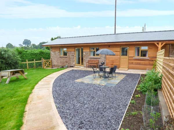 THE STABLE * ROSE COTTAGE superb barn conversion, open plan, pet-friendly, holiday rental in Forest of Dean