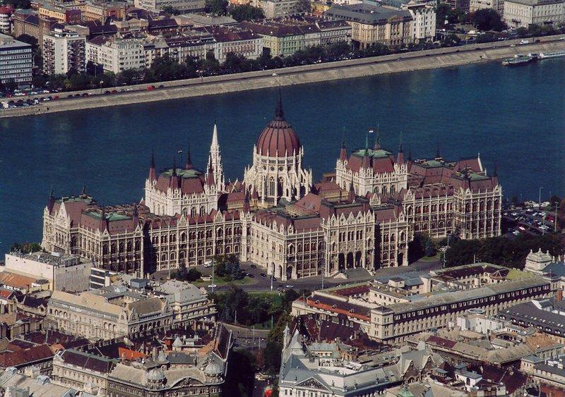 Edifício do Parlamento, onde está localizado o apartamento