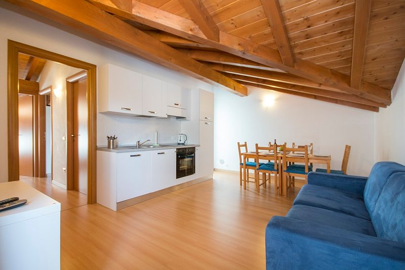 Lakeside attic apartment Lake Vew, holiday rental in Domaso