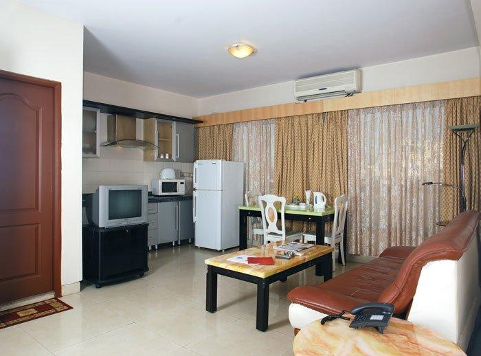 Landmark Suites -2 bedroom apartment, vacation rental in Ghātkopar