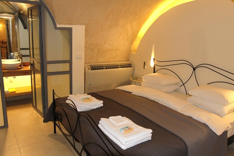 Taruni - Authentic apartment in Acre, vacation rental in Mi'ilya