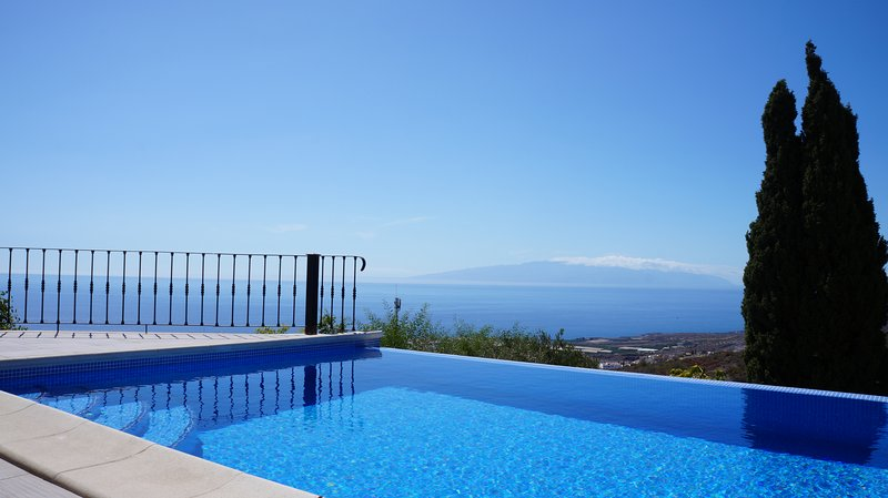 Beautiful Villa for 6 people, private heated pool, holiday rental in Barrio Los Menores