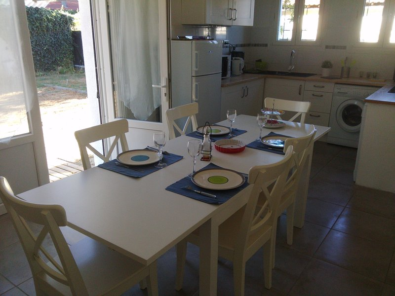 BREAKFAST HOLIDAY BEFORE THE DISCOVERY OF AQUITAINE