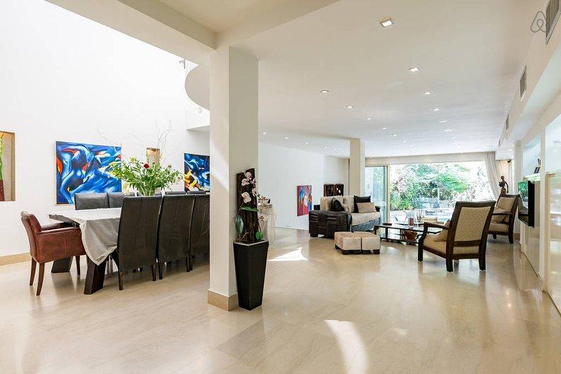 Luxury Villa with a Sea View, holiday rental in Herzliya
