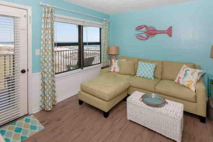 Sala de estar com acesso a varanda privada